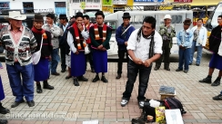 vendedor charlatan  en el mercado de silvia.colombia