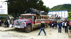 coloridos autobuses en el mercado de silvia.colombia