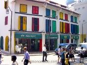Colorido edificio en Singapur.