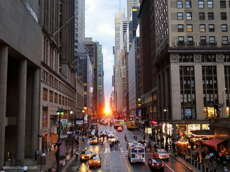Manhattanhenge.New York.Manhattan