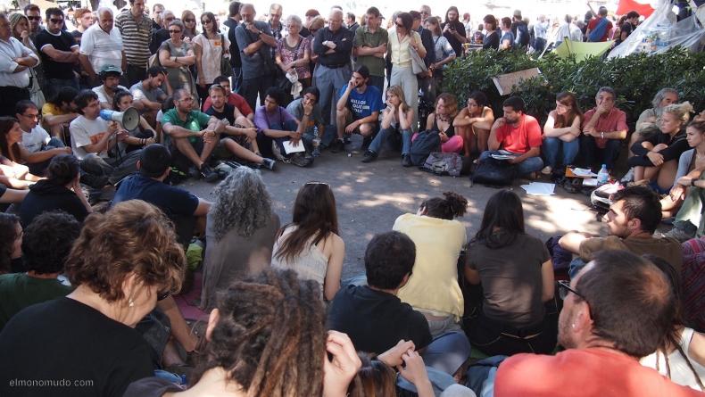 spanish-revolution-barcelona-22052011-view-8
