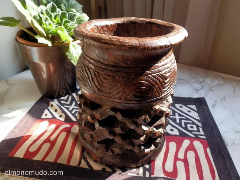 Vaso ritual etnia Bamileke de  Camerun.  En venta