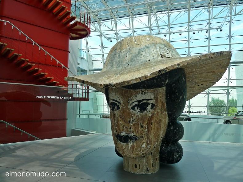 lillie. escultura en madera por manolo valdes. museo würth. la rioja. españa