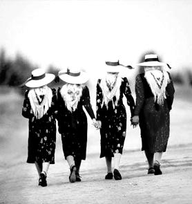 mujeres con  sombrero
