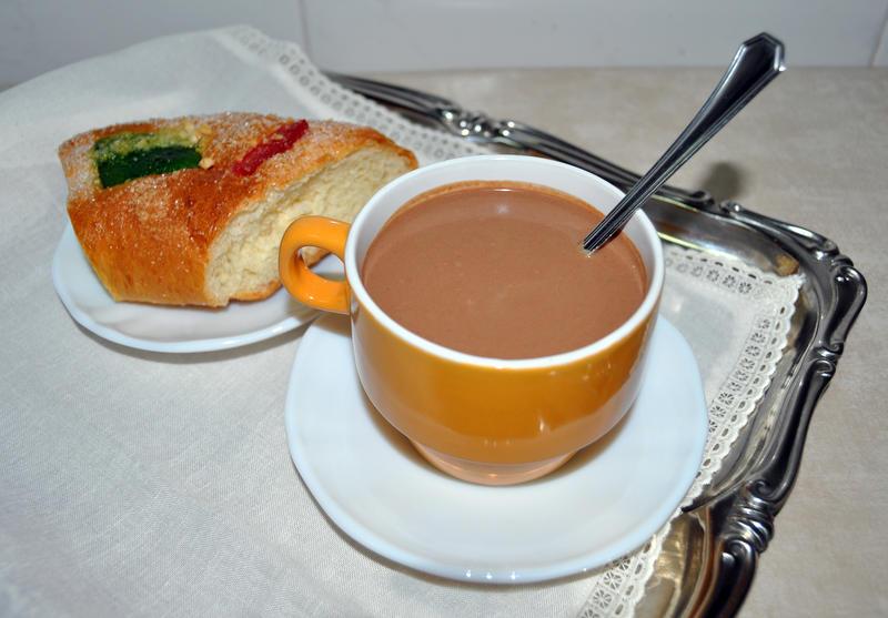 El-chocolate-gusta-mas-en-la-taza-naranja