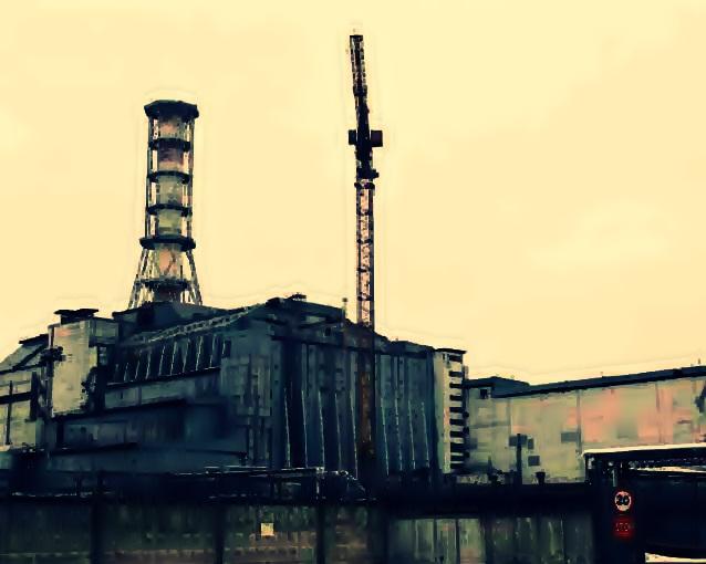 estructura de hormigón denominada sarcófago, diseñada para contener el material radiactivo del núcleo del reactor y que fue diseñado para una duración de 30 años