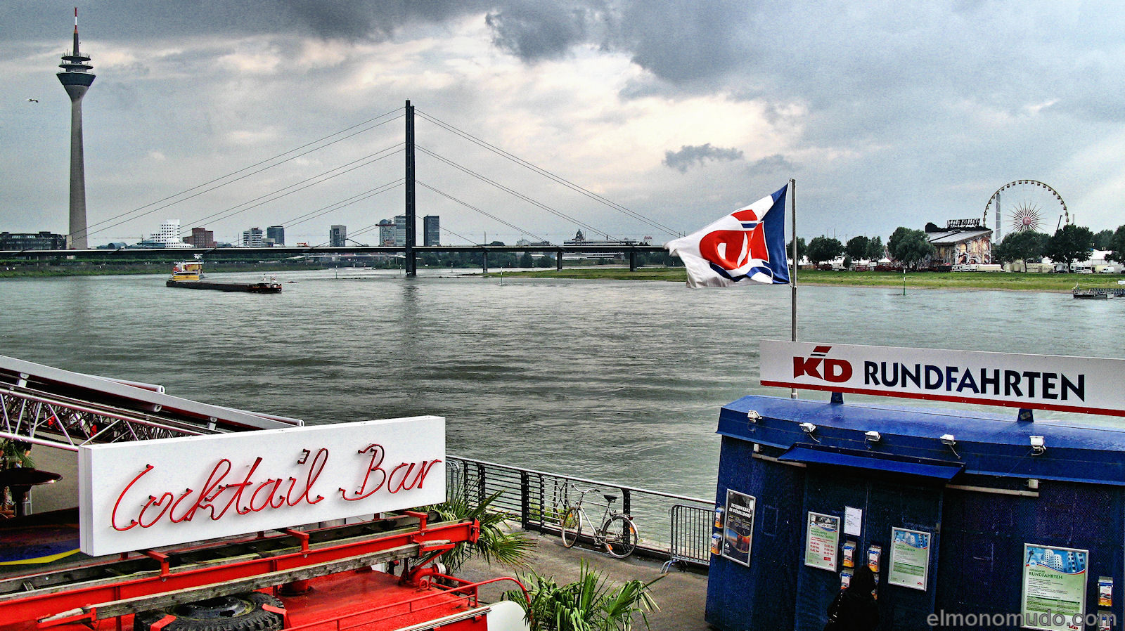 Rhin in Dusseldorf 1600x898